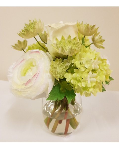 SMGRWH.GLS Small green and white bouquet in glass vase